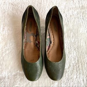 Seychelles Green Gold Wedge Pumps Size 8